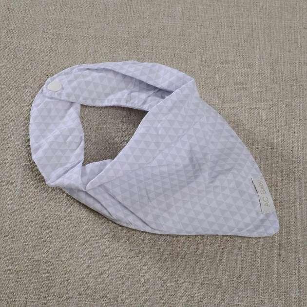 Babador Bandana Triângulos Cinza e Branco